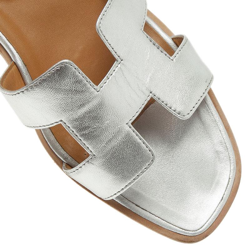 Hermes Metallic Silver Leather Oran Flat Sandals Size 40.5
